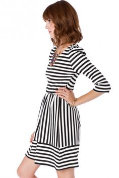 striped dress - and stripes going in flattering direction(s) Cute Dresses, Beautiful Dresses, Cute Outfits, Looks Chic, Fashion Beauty, Womens Fashion, Striped Dress, White Dress, Dress Me Up