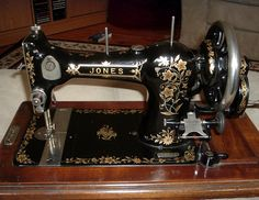 1920 Singer Sewing Machine And Parlor Cabinet Model 66
