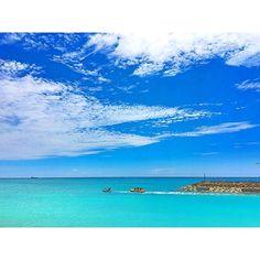 【meeeg1205】さんのInstagramをピンしています。 《✰ こちらでも夏が恋しい季節に なってきましたYo!! 過去picでまだまだ夏を 感じよーZeeeee!!!! ⁺ ⁺ ⁺ #okinawa#okinawalife#beach #sea#ocean#sky#blue#bluesky#shiny #sunshine #沖縄#沖縄ライフ#ビーチ#海#空 #青#晴れ#バナナボート#パラセーリング ⁺ ⁺ ⁺ 今日は、かあちゃんほーんと 頑張りやした。 長男チャン朝方39度の高熱。 座薬入れる。 こりゃ運動会は無理だなと決断‼︎ お弁当も作らず、支度もせずに 二度寝。 二度寝から起きてまた熱計る。 36.6…36.6度👀‼️‼️ 思わず二度見。 嘘だろ…行けるやんか✨ 猛ダッシュ30分でお弁当作り。 長男チャン運動会休めると思って 喜んでたところに、 かあちゃんから行くよ行くよと 優しく怒鳴られ、ギャン泣き。 かあちゃん化粧はベースつくりと 眉つくりで終ー了。 いつもならアイメークもばっちり だが、そんな余裕ないないなーい。 ギャン泣き長男チャン、…