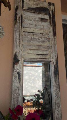 αντικέ παντζούρι,, με παλαιωνένο καθρέφτη... Google, Home Decor, Decoration Home, Room Decor, Interior Decorating