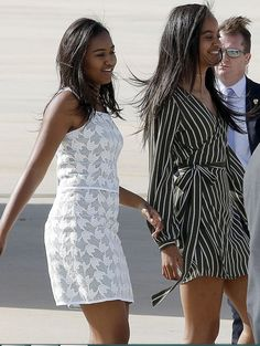 Sasha and Malia Obama in Spain June 2016 - Beautiful young ladies! Barack Obama Family, Malia Obama, Obama Daughter, First Daughter, Black Presidents, American Presidents, Joe Biden, Durham, Presidente Obama