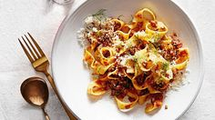 Pappardelle with quick fennel ragu. Poaching the meat is the secret behind this tender ragu. Grated Parmesan and red-pepper flakes add lively flavor -- and color. Italian Dishes, Italian Recipes, Italian Foods, Pasta Recipes, Dinner Recipes, Snack Recipes, Ragu Recipe, Bolognese Recipe, Al Dente