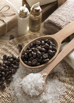 Take Down Cellulite With This DIY Coffee Bean Body Scrub. Best Coffee Scrub For Cellulite Coconut Oil Sugar Scrub, Coconut Oil Cellulite, Coconut Oil Coffee, Coffee Cellulite Scrub, Coffee Face Scrub, Body Scrub Recipe, Diy Body Scrub, Diy Scrub, Boutique Marie Claire