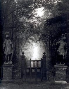 The eerie statues flanking this cemetery gate are creepy! Spooky Places, Haunted Places, Abandoned Places, Miss Clara, Creepy, Scary, Macabre, Belle Photo, Dark Art