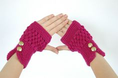 super cute gloves- I'd probaly get chilly in them but the fashion statment is really important. ;)