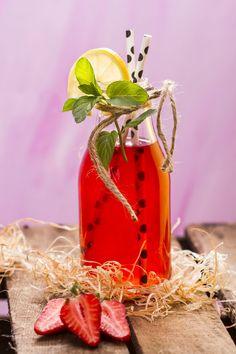 Lemoniada z limonkami i truskawkami z herbatą Kwiat Miłości Lichi Ball  #lemoniada #lemonade #truskawki #strawberries #lod #ice # #healthyfood #herbata #tea #czasnaherbate #zawszeznajdeczasnaherbate #przepis #pycha #delicious #food #good #recipe #foodporn #omnomnom #yummi #tasty #photooftheday #pickoftheday #summer #lato #recipes #ideas #time #afternoon