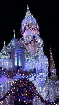 Disneyland Christmas, Disneyland Tips, Christmas Phone Wallpaper, Christmas Wallpaper, Disney Home, Disney Art, Walt Disney, Christmas World, Merry Christmas