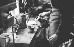 Terpujilah mereka yang mengabadikan kopi tak hanya di dalam cangkir, tetapi juga dalam sebuah media bergerak yang bisa dinikmati berulang-ulang: film. FILM dan kopi adalah dua hal yang bersebrangan. Film bertugas mengabadikan elemen-elemen dalam media bergerak dengan sudut dan sentuhan estetis yang …