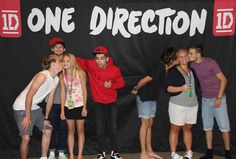 One Direction meet and greet. There's a lot of kissing in this photo. All you need is Louis and Zayn. I'll take Zayn! ;D