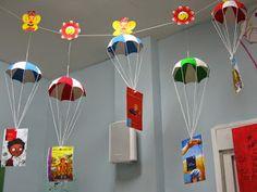 Library Displays, Classroom Displays, Classroom Decor, Classroom Board, Preschool Classroom, In Kindergarten, Craft Stick Crafts, Paper Crafts, Art For Kids