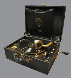 1927 Victor Victrola portable phonograph, model VV-2-60