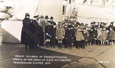 İstanbullu Yetim Ermeni Çocukların 1922'de Amerikan Gemisinde Şükran Günü Yemeği