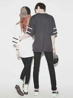 Cute ullzzang couple paired with cute couple shirts. Awwwww so sweet. Love Cartoon Couple, Cute Love Cartoons, Anime Love Couple, Cute Anime Couples, Cute Couple Drawings, Cute Couple Art, Anime Couples Drawings, Couple Style, Anime Couples