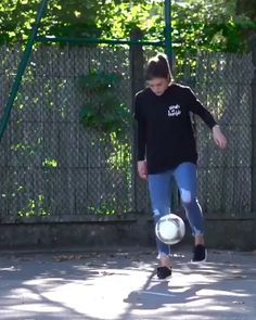 Funny Tik Toks Discover Dang shes good. Soccer Memes, Soccer Drills, Fitness Video, Sport Fitness, Funny Vid, Funny Clips, Pilates Video, Pilates Workout, Football Tricks