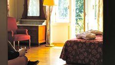 Auf imperialen Spuren der Habsburger Wohnen im historischen Hotel wie einst der Adel um 1900.  Um die Therme Levico im Trentin zu besuchen, fahren wir bis Trient und weiter 20 Kilometer... Hoteltipps Pool Bar, Hotel Imperial, Hotels, Curtains, Bed, Furniture, Home Decor, Garden Architecture, Vacation Places