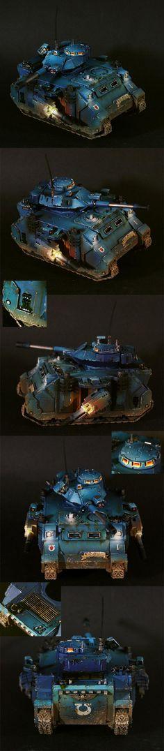 Warhammer 40k, Space Marine Predator tank, Ultramarines Chapter. A really great paint job!