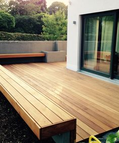 Holzterrasse Lay decking boards with building instructions for the wooden terrace Understanding Your Terasse Bar, Deck Seating, Laying Decking, Wooden Terrace, Getaway Cabins, Pergola Designs, Real Wood, Living Spaces, New Homes