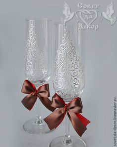 свадебные бокалы с росписью Wedding Champagne Flutes, Wedding Glasses, Champagne Glasses, Bride And Groom Glasses, Toasting Flutes, Bling Wedding, Wine Gifts, Glass Art, Decoupage