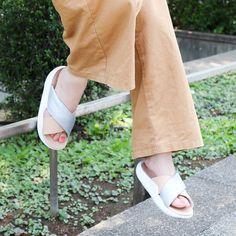 reputable site 594b4 cddbf Nike Benassi Future Cross SE Premium Metallic Silver White Bio Beige  Women s Slide