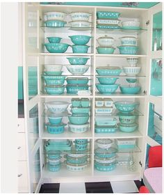 Vintage pyrex.   I need all of this, now!!!!