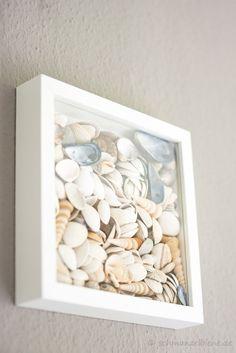 Muschelbild selbst gemacht - perfekt für maritime Badezimmer! #calmwaters #nautical #bathroom #inspiration #shells #diy