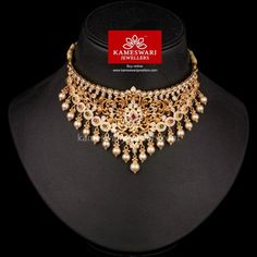 Traditional gold necklaces for women from the house of Kameswari. Shop for antique gold necklace, exquisite diamond necklace and more! Indian Jewelry Sets, Indian Wedding Jewelry, Bridal Jewelry, India Jewelry, Gold Jewelry Simple, Gold Jewellery Design, Necklace Online, Fashion Jewelry, Chokers