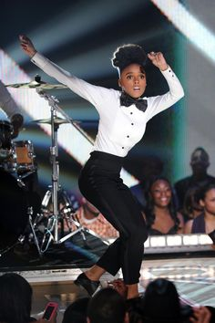 Janelle Monae's beautiful face made this expression the whole time on stage when she opened for Prince. Amazing.