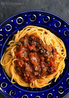 Easy Pasta Puttanesca! A classic Italian pasta sauce based on pantry items such as olives, capers, anchovies and canned tomatoes. Perfect for a quick weeknight dinner!