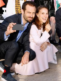 Paris National Opera's dance director Benjamin Millepied and wife Natalie Portman couldn't resist a quick selfie at the inauguration of the Bosquet du Theatre d'Eau at the Palace of Versailles in France May Susan Downey, Robert Downey Jr., Natalie Portman, Jada Pinkett Smith, Jenna Dewan, Nikki Reed, Celebrity Selfies, Celebrity Couples, Josh Duhamel