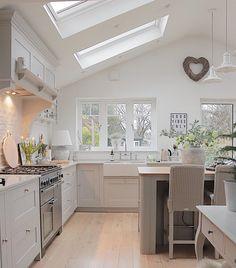Open Plan Kitchen Dining Living, Open Plan Kitchen Diner, Living Room Kitchen, New Kitchen, Country Kitchen Diner, Shaker Kitchen, Kitchen Modern, Modern Farmhouse, Farmhouse Decor