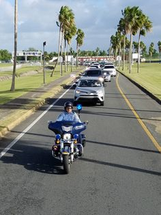 RT @MelbaBrugueras: Caravana sale del  aeropuerto LMM....
