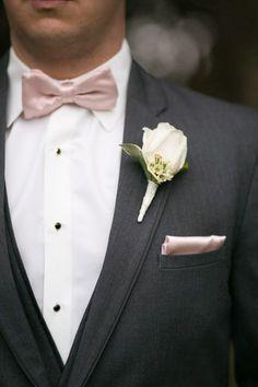 Grey tux and pink bow tie. Grey Tuxedo Wedding, Prom Tuxedo, Wedding Suits, Gray Tux, Wedding Tuxedos, Groomsmen Grey, Groom And Groomsmen Attire, Rose Gold Tie, Chambelanes