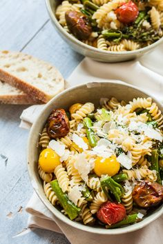 Grilled Tomato and Broccoli Pasta Salad with Balsamic Vinaigrette - my new favorite pasta salad! Hot or cold. Vegan option. | mycaliforniaroots.com | #easy #weeknight #recipe