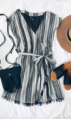 Crack open a coconut and kick up your feet in the Island Retreat Grey Striped Wrap Dress! Striped woven cotton wrap dress with frayed hem. Spring Outfits, Casual Outfits, Fashion Outfits, Beste Outfits, Outfits Damen, Modest Fashion, Fashion Clothes, Fashion Fashion, Woman Clothing