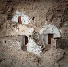 Cave houses at Guayadeque on Gran Canaria Underground Shelter, Underground Homes, Cool Countries, Countries Of The World, Portugal, House On The Rock, Island Design, Canario, Island Beach