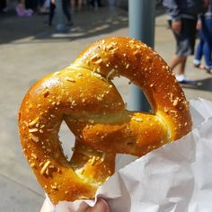 My heart has a soft spot for soft pretzels...  #latergram #Disneyland #Disney #SoftPretzel #pretzel #JalapenoCheese #salt #yummy #drool #FoodPorn #foodie #fatty #HappyBelly #EatThis #GoodEats #CarbOverload #foodstagram #프렛젤 #할라페뇨치즈 #치즈 #맛점 #맛이쪙 #맛스타그램 #먹방 #먹스타그램 #좋아요 #디즈니랜드 by queenxcathy