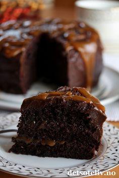 Sjokoladekake med salt karamell   Det søte liv Salt, Food And Drink, Baking, Heavenly, Desserts, Recipes, Cakes, Caramel, Tailgate Desserts