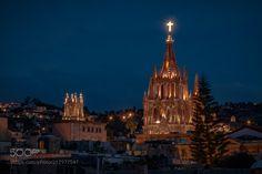 La Parroquia de San Miguel Arcángel by nicklaborde