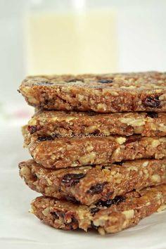 Μπάρες δημητριακών με άρωμα κανέλλας: Μια συνταγή για ένα υγιεινό σνακ! Pastry Recipes, Cookbook Recipes, Sweets Recipes, Easy Desserts, Snack Recipes, Cooking Recipes, Energy Snacks, Energy Bars, Healthy Cookies