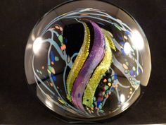Fascinating how the glass maker incorporates the artistic value inside the glass. Marble Art, Glass Marbles, Glass Paperweights, Glass Ball, Crystal Ball, Paper Weights, Colored Glass, Snow Globes, Stained Glass