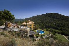 Villa en Urb de lujo, con campo de golf propio en Benahavís (Málaga). 494 m2, 3 plantas, 6 hab, 6 baños. Villa in luxury urbanization, with own golf course in Benahavís (Málaga). 494 m2, 3 floors, 6 bedrooms, 6 baths. 1.119.400 €