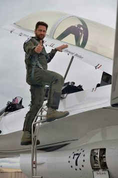 Gerard Butler in Nevada #thunderbirds, lucky little F'r, that would be totally awesome.