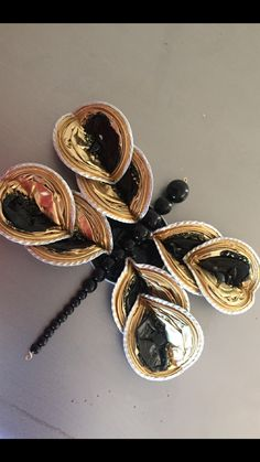 Recycled Crafts, Diy And Crafts, Dosette Nespresso, Quilling Butterfly, Embroidered Quilts, Coffee Pods, Art For Kids, Upcycle, Creations
