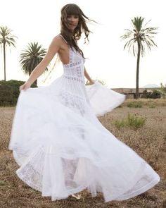 Vestidos de novia para una boda en la playa | Lovely Street Style