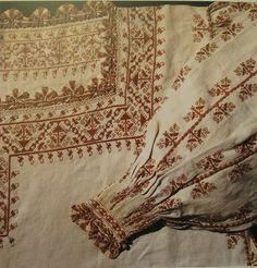 Camicia, close-up, mid-16.th century, Tuscany (?) (Museo del tessuto, Prato)  double running stitch, pleatwork, long armed cross stitch, and lace.