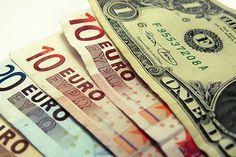 روز شنبه، دلار با یک تومان افت به قیمت ۳ هزار و ۷۸۲ تومان رسید. یکی از علل نوسان محدود روز ابتدایی هفته و بهطور کلی شکلگیری وضعیت پایدار در بازار ارز، هراس معاملاتی بخشی از معاملهگران برای خرید ارز در نزدیکی مرز ۳هزار و ۸۰۰ تومان بود.با این حال، گروهی از معاملهگران به دلایلی نسبت به تداوم وضعیت فعلی اطمینان قوی ندارند.