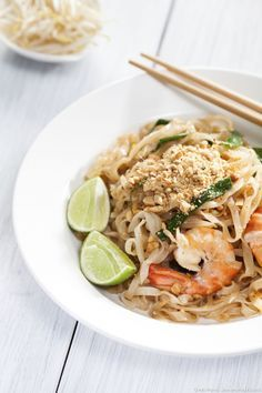 Pad Thai is a traditional Thai dish in which are sauteed wok; noodles, shrimp, and sprouted seeds … You can add a little red pepper or grilled tofu to your liking. Asian Noodle Recipes, Thai Recipes, Asian Recipes, Vegetarian Recipes, Healthy Recipes, Thai Dishes, Food Dishes, Grilled Tofu, Korean Food