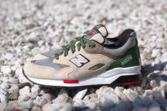 new-balance-elite-1600-green-red-2