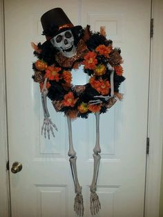 A traditional skeleton thats sure to add a little spook and sass to your entrance to welcome your trick or treaters this Halloween! Spooky Halloween, Fete Halloween, Halloween Goodies, Holidays Halloween, Halloween Crafts, Happy Halloween, Halloween Clothes, Halloween Wreaths, Costume Halloween