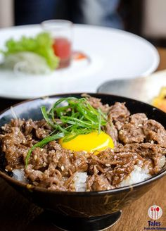 Japanese Beef and Rice Bowl (Gyudon) Curry Fried Rice, Asian Cookbooks, Gyudon, Diet Recipes, Cooking Recipes, Beef And Rice, Asian Recipes, Ethnic Recipes, Japanese Food
